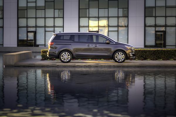 2016 Kia Sedona SXL: Mobile Office