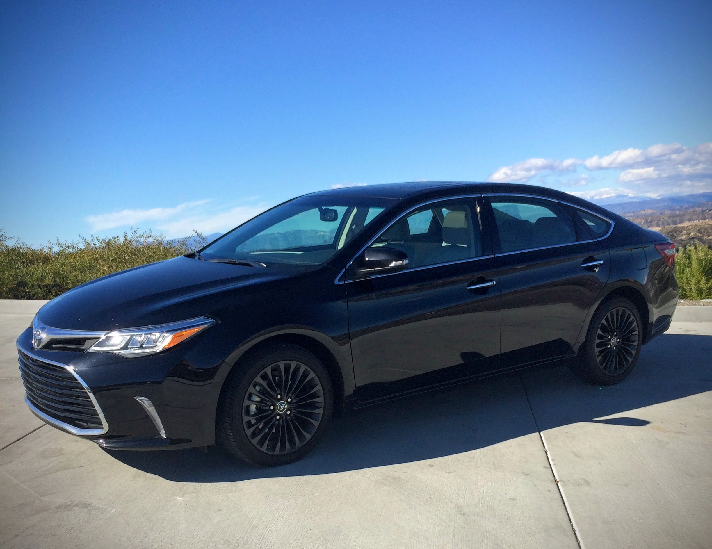 6 SPEED TEST DRIVE: 2016 Toyota Avalon: New Tech, Classic Body